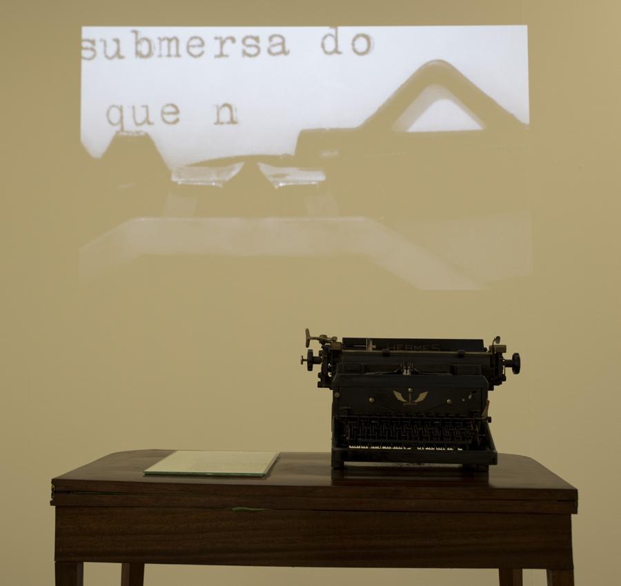 Exposição dedicada a Carlos Oliveira