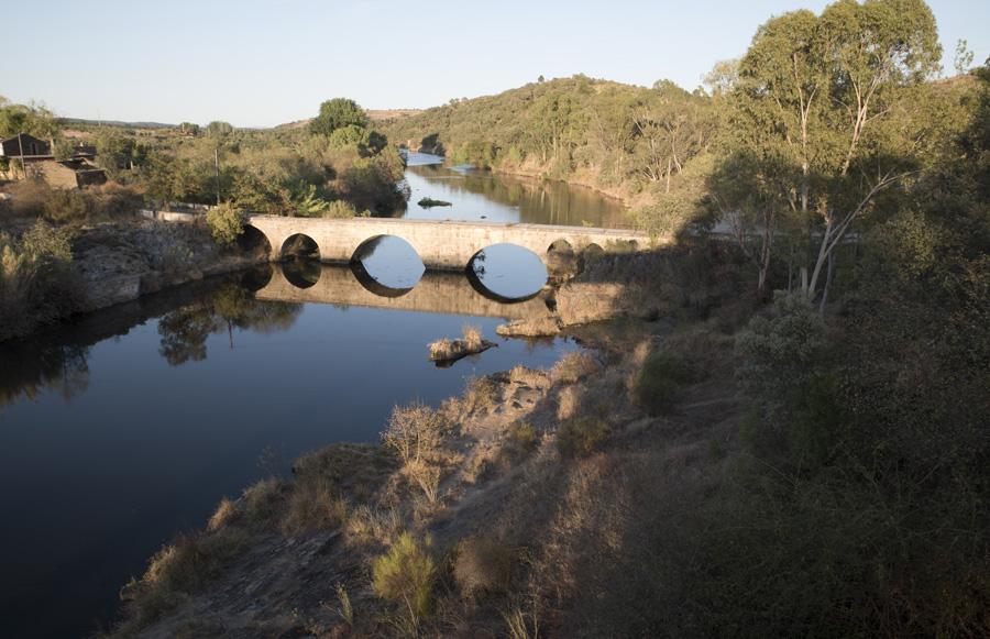 Ponte no rio Pônsul, antes de se chegar a Malpica do Tejo