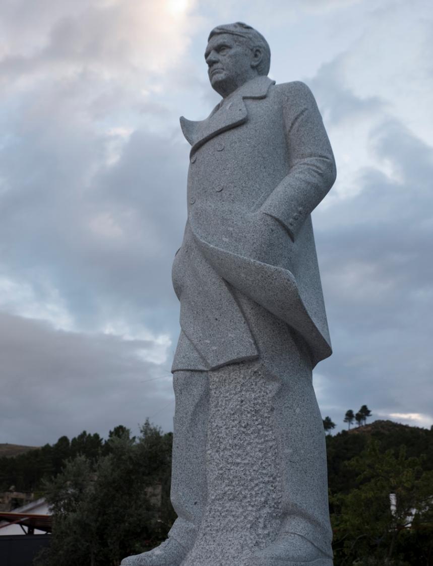 Escultura de Vergílio Ferreira em Melo