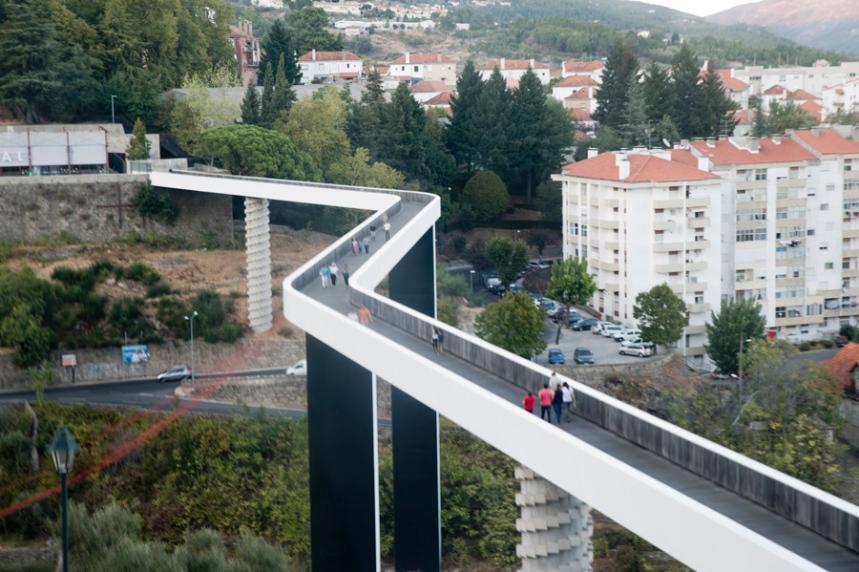 A ponte vista de um elevador