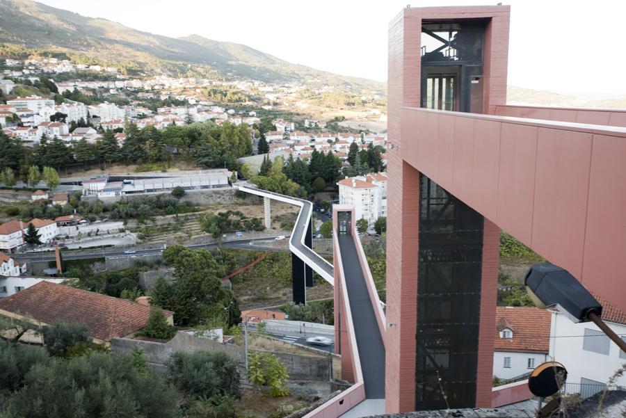 Os elevadores e a ponte