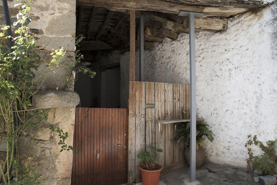Donas tem ainda casas rústicas e muito antigas