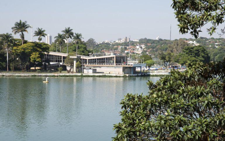 Vista da lagoa e do Iate Clube