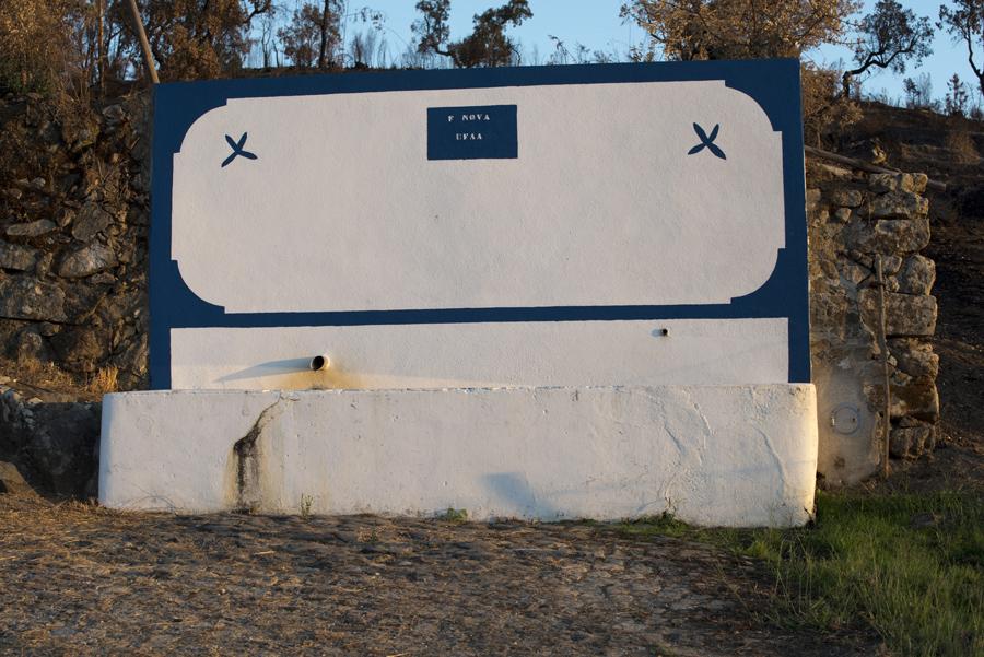 Fontanário ao lado da estrada entre Amieira e Vila Flor