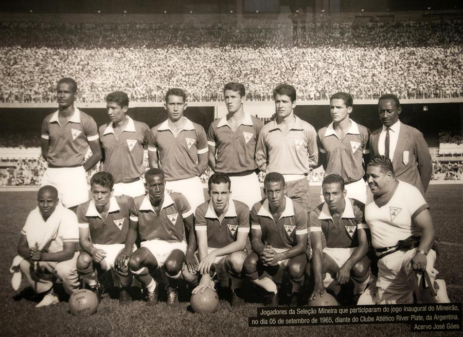 Seleção de Minas Gerais que jogou na inauguração do Mineirão contra o River Plate