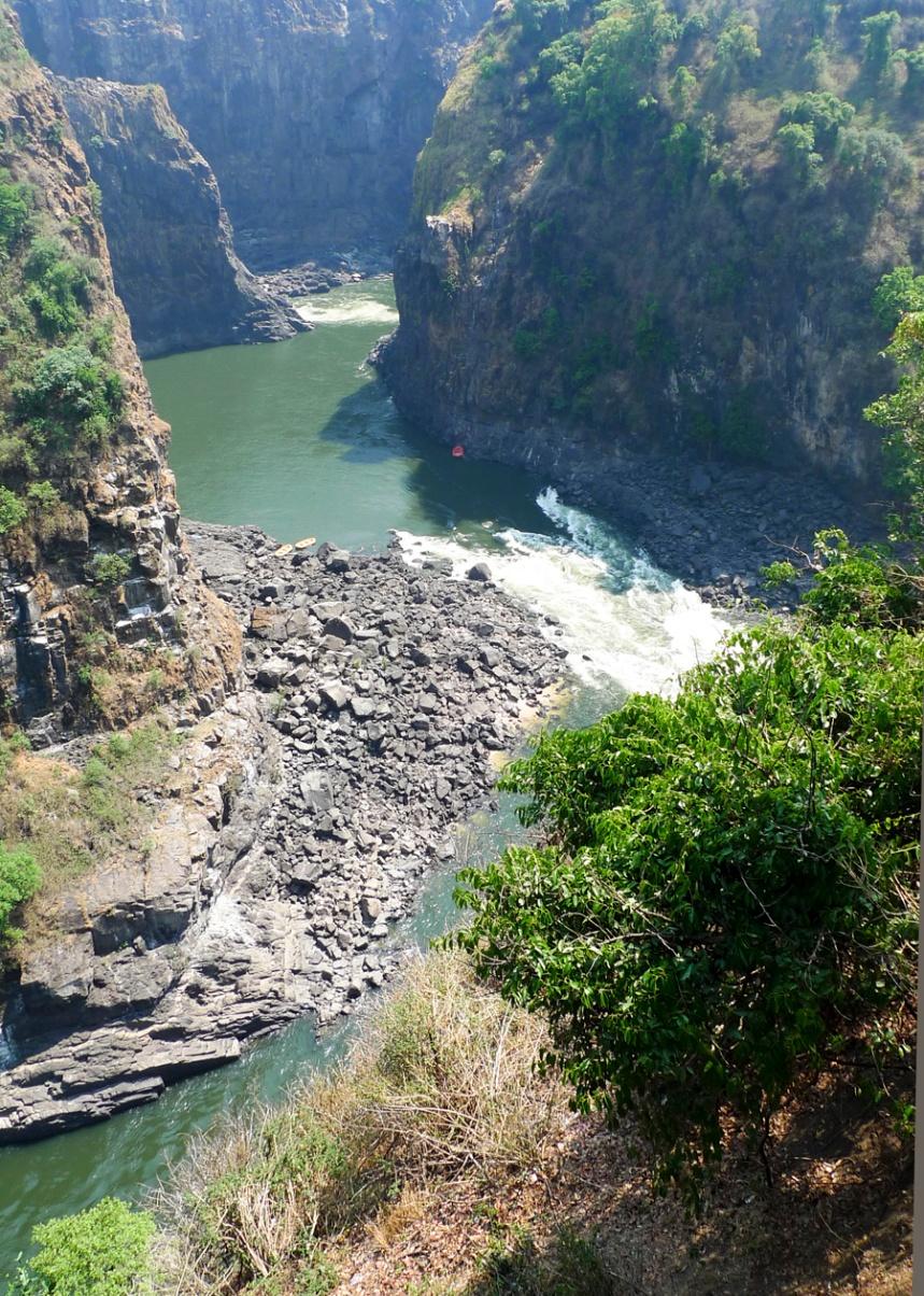 A ferrovia foi importante para o desenvolvimento da região devido às dificuldades de transporte criadas pelo Zambeze