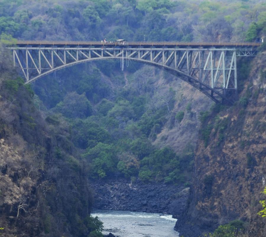 Os 128 metros de altura da ponte