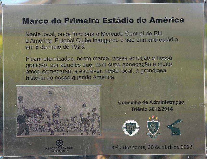 O mercado tem mais de 80 anos. Foi inaugurado em 1829. O mesmo espaço era antes o Estádio do América, inaugurado em 1923.