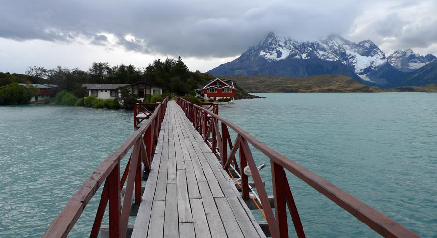 Ponte para o Hotel Pehoé