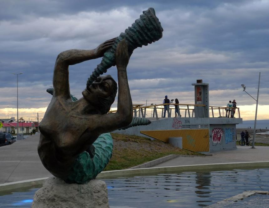 Estátua junto ao porto