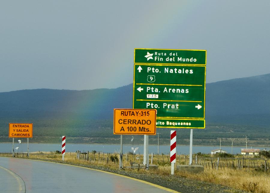 Placa na Ruta del fin del mundo próximo de Puerto Natales