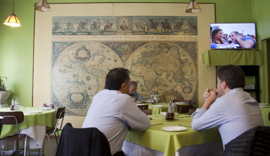 Restaurante com comida local e frequentado por residentes na cidade