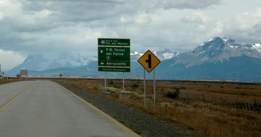A cidade mais próxima é Puerto Natales a 150 km