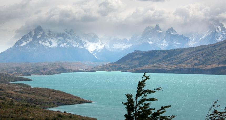 Torres del Paine e o rio de cor esmeralda