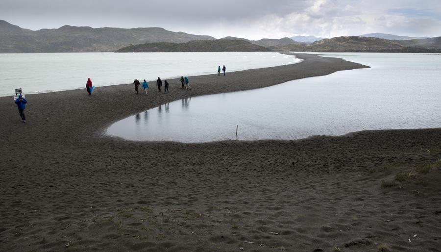 Língua de terra que separa o lago do glaciar