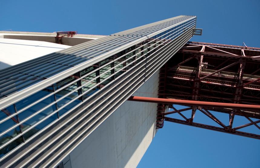 O elevador vai até ao 26º piso e no topo tem a estrutura de vidro