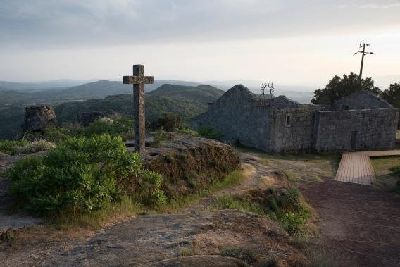 siteG_sortelha_ruinas_igreja