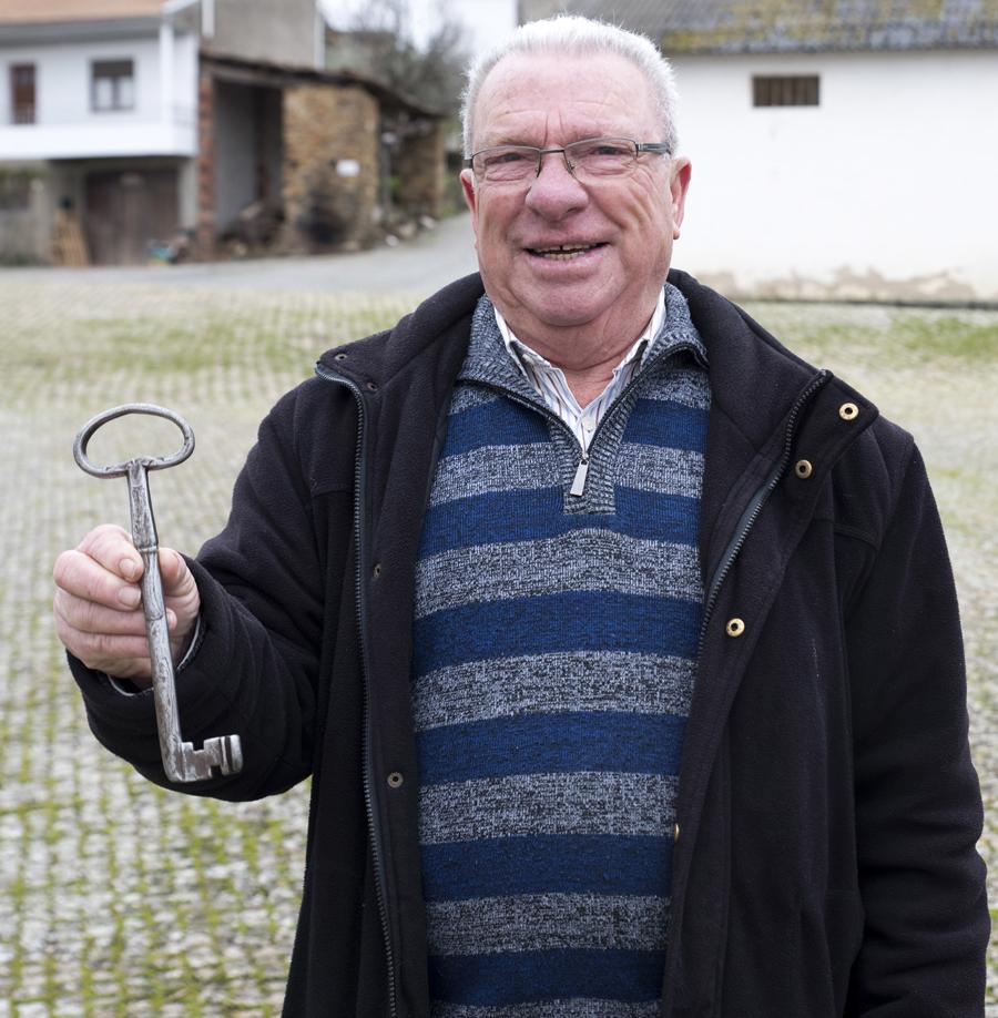 António Quintas com a chave da igreja