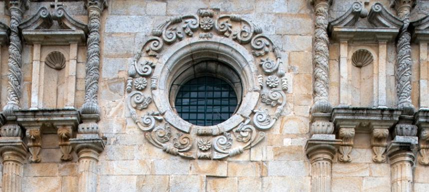 Rosácea vista do lado exterior, na fachada da Basílica