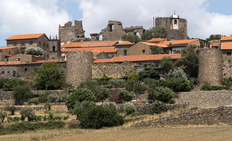 As muralhas com os torreões