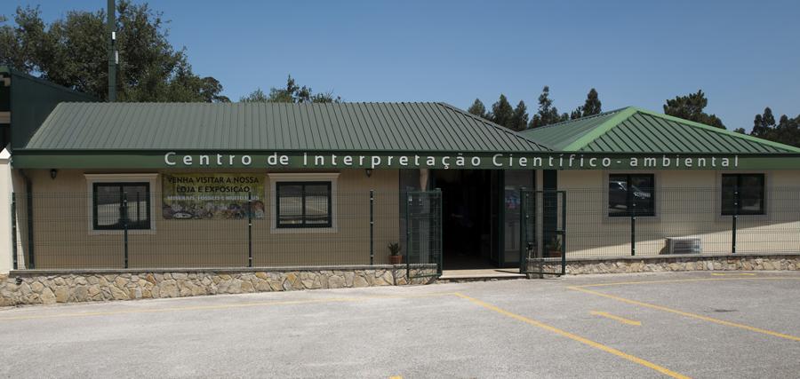 Centro de informação ao lado das grutas
