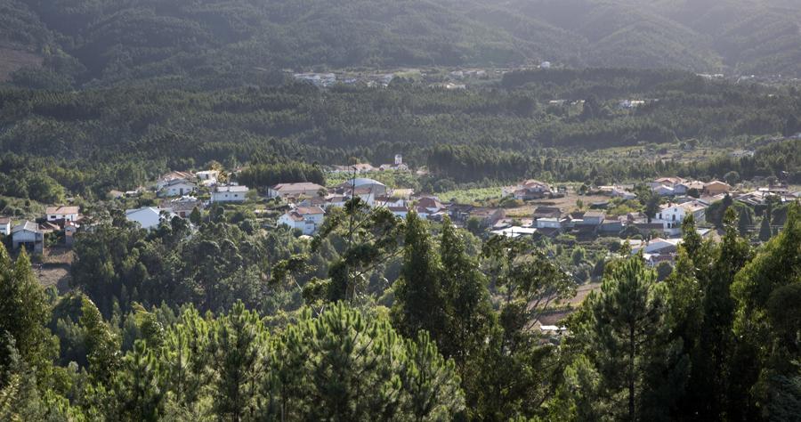 Lorvão visto do alto de Gavinhos onde estão vários moinhos