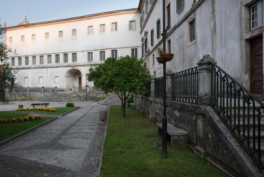 O antigo hospital psiquiátrico e a igreja