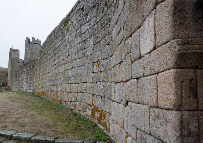 Muralha ao lado da Porta do Anjo da Guarda
