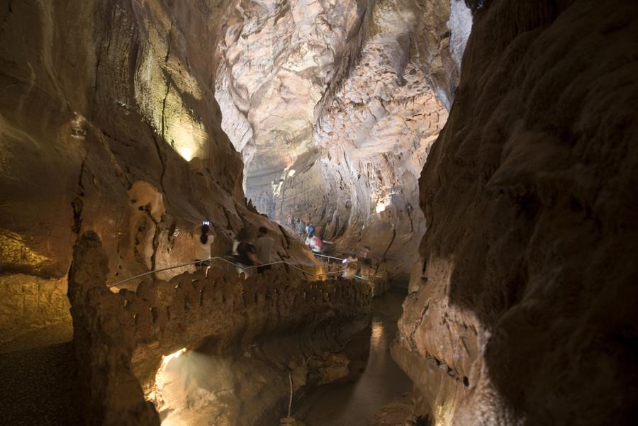 As grutas de Mira Daire têm corredores muito grandes