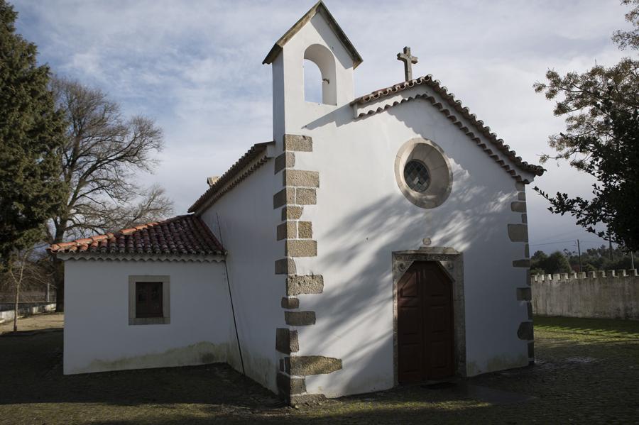 Entrada e campanário da capela