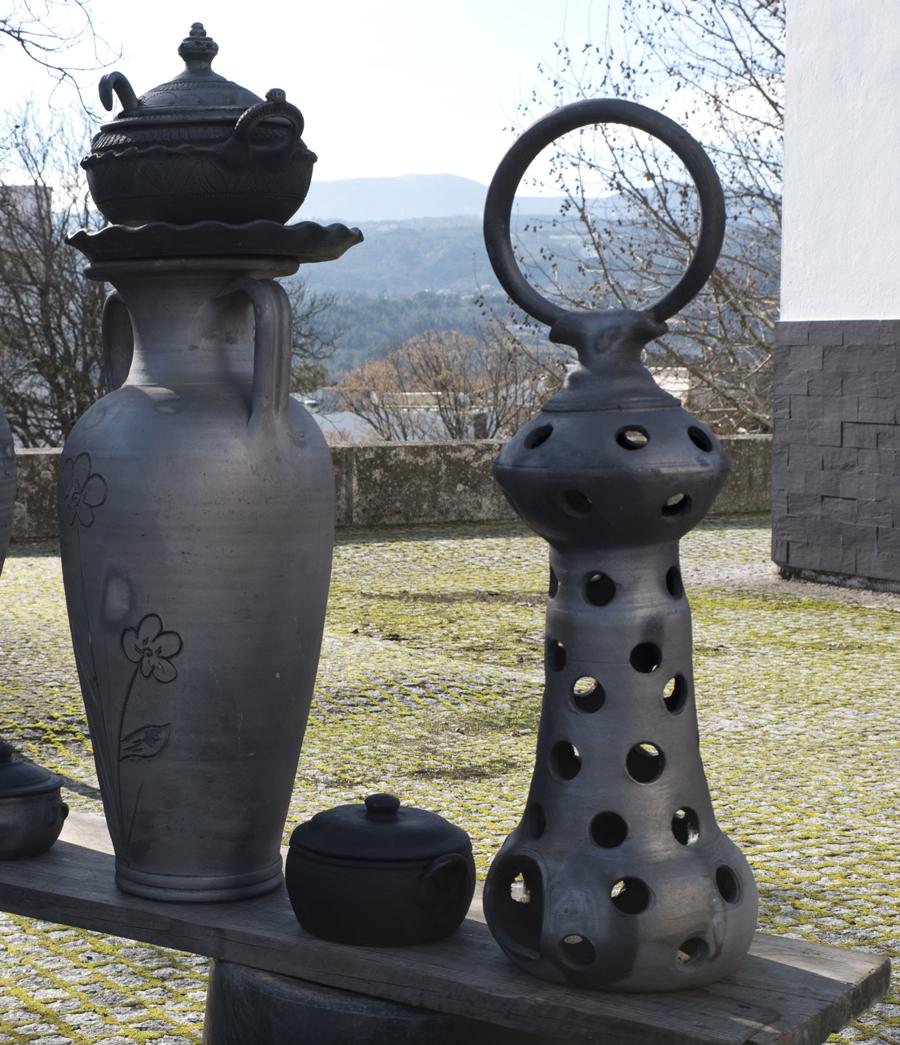 Peças decorativas em barro preto