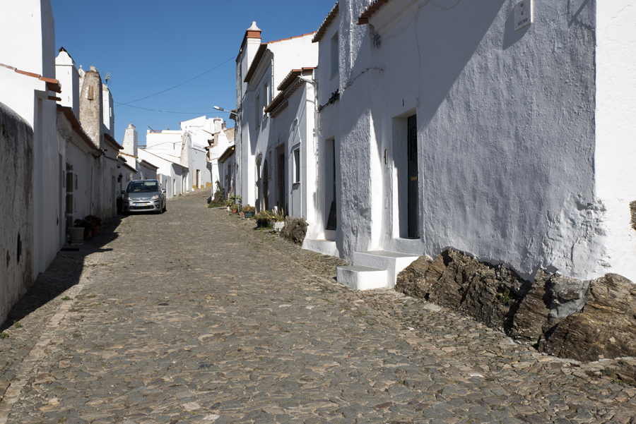 Rua da aldeia de Évora Monte