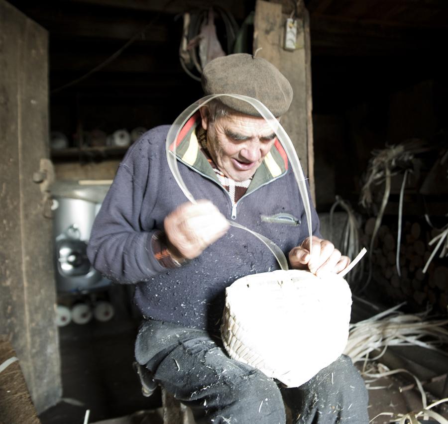 A fazer uma cesta