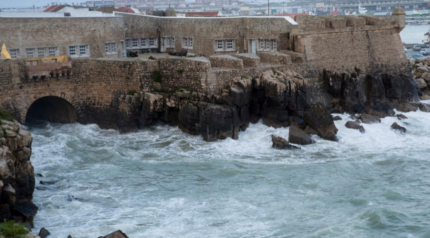 Uma parte da Fortaleza está rodeada de mar