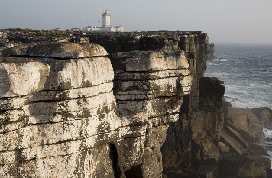 O farol do Cabo Carvoeiro e a costa norte de Peniche