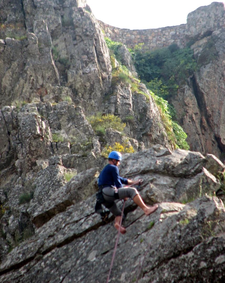 Escaladas em escarpas de dezenas metros de altura
