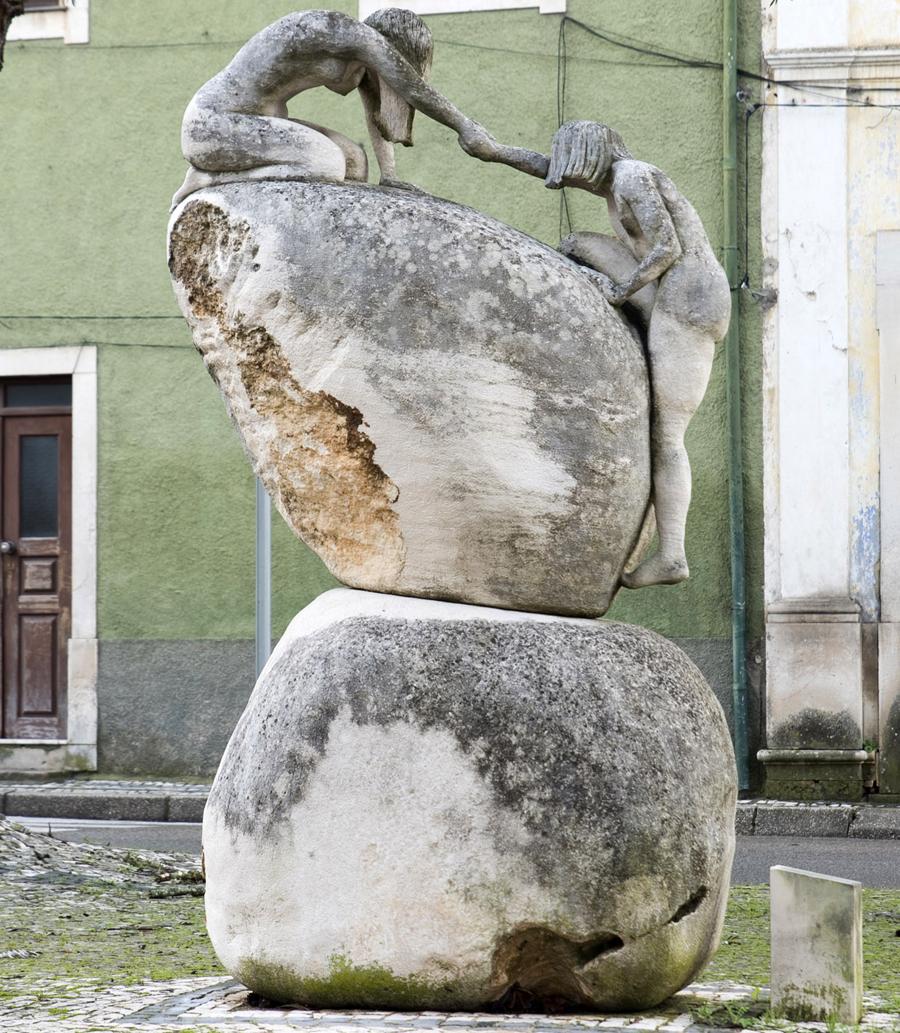 Estátua em Cantanhede em Pedra de Ançã