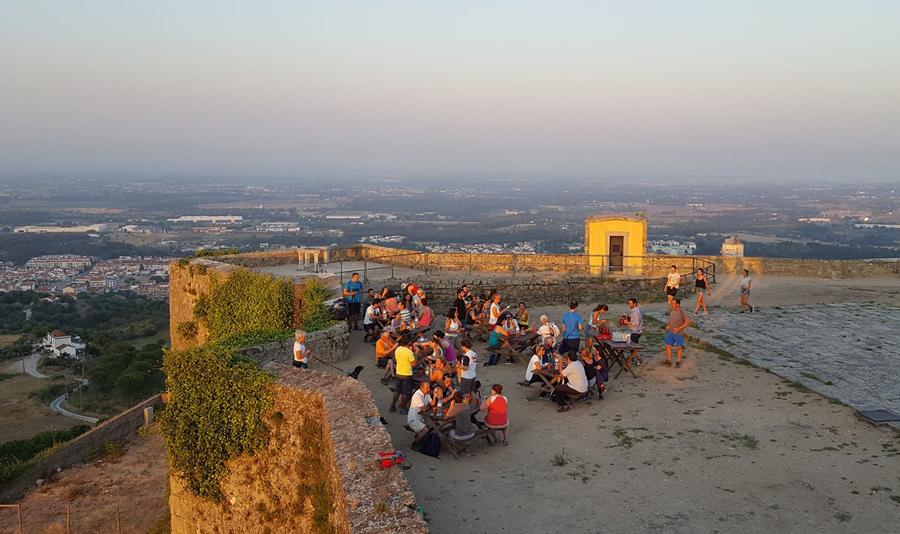 Vista no largo do Castelo de Palmela
