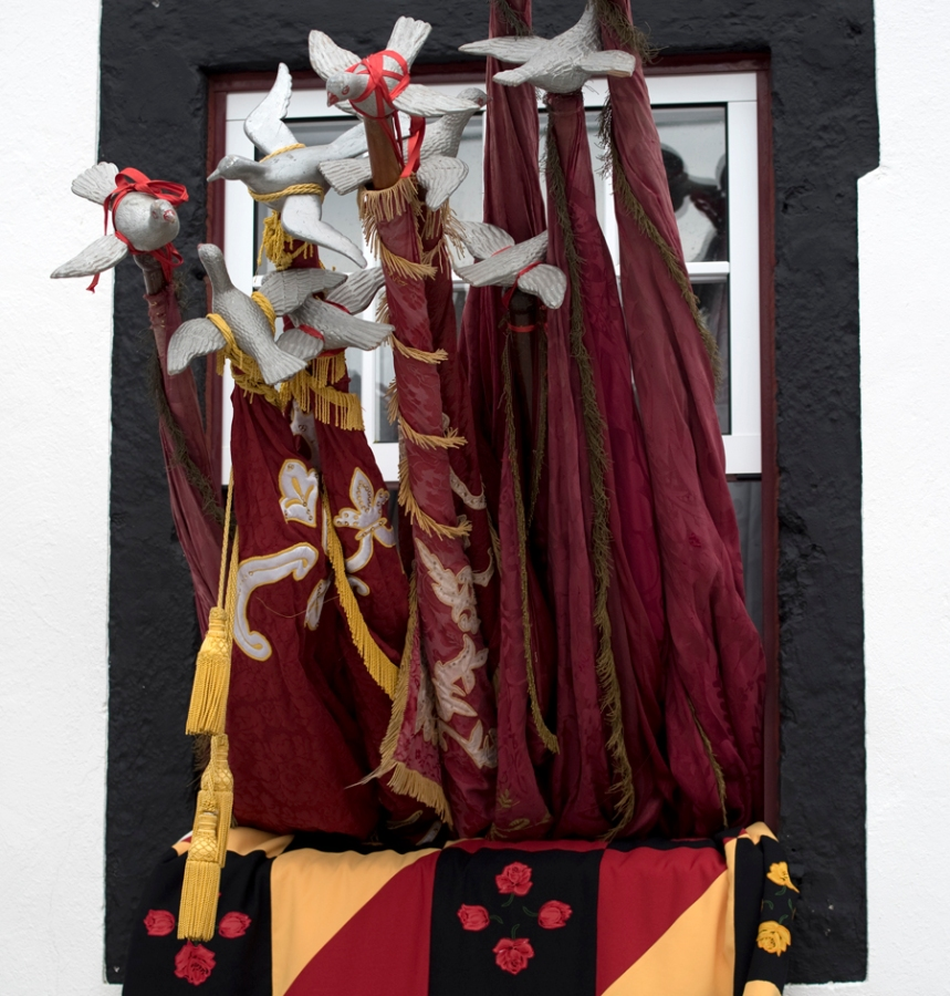 Bandeiras do cortejo na Graciosa