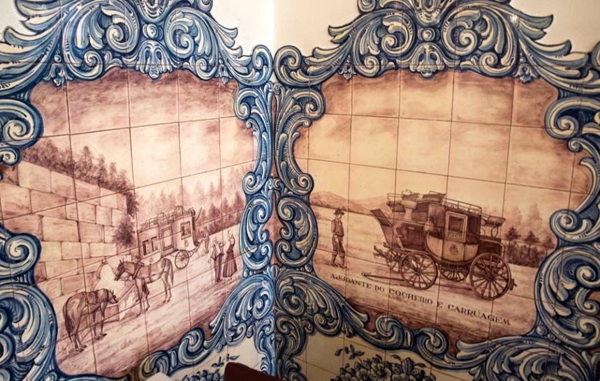 Mosaicos com a história da mala-posta