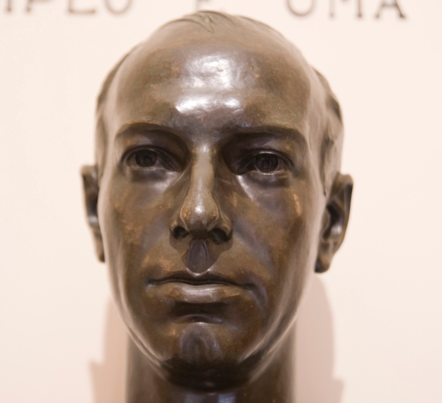 Busto de Abel de Lacerda na entrada do Museu