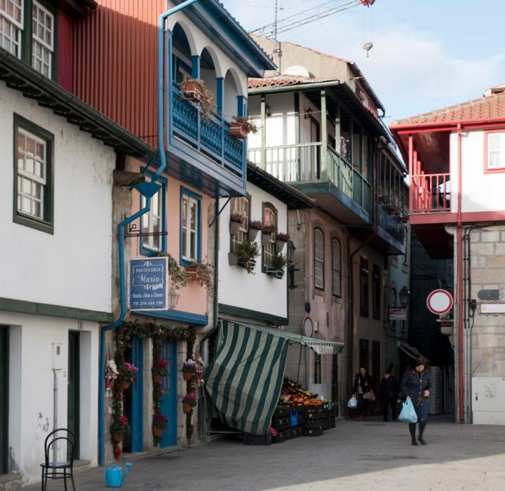 Casas com varandas pintadas