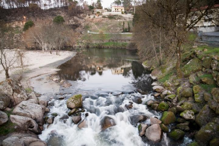 Rio Dão antes de passar a ponte pedonal