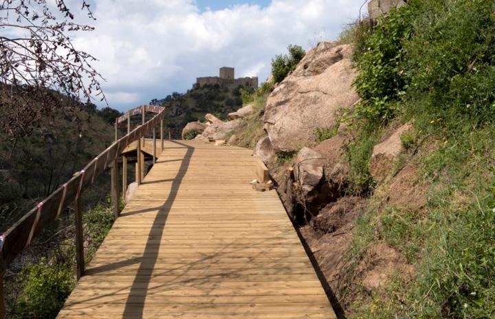 Passadiço com vista para o castelo