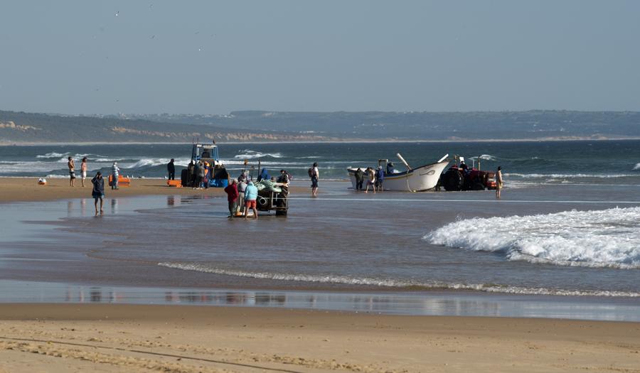 Pescadores e banhistas