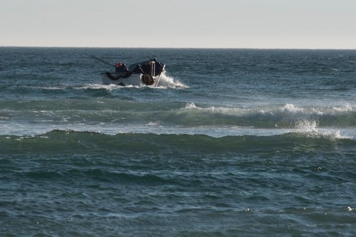 Barco de arte xávega no mar