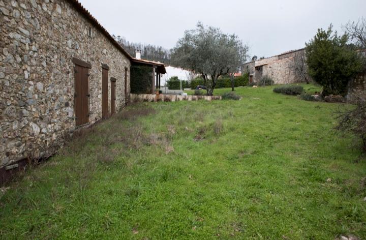 Casas restauradas na entrada da aldeia