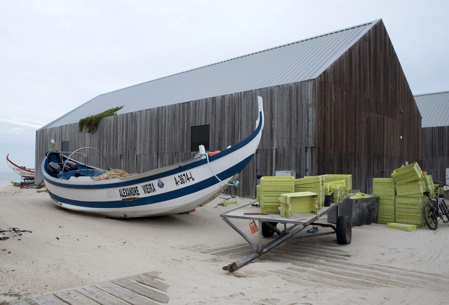Um barco  Meia Lua