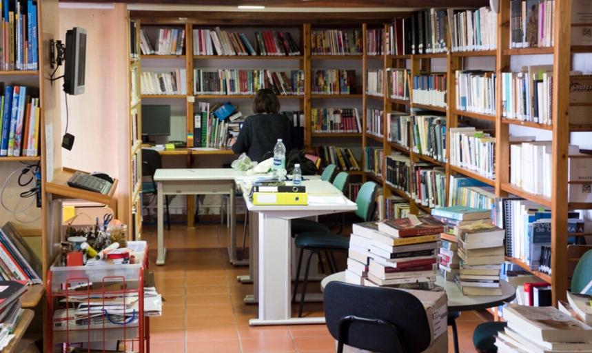 Biblioteca e centro de documentação