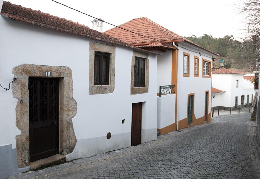 Rua no centro de Pedrógão Pequeno